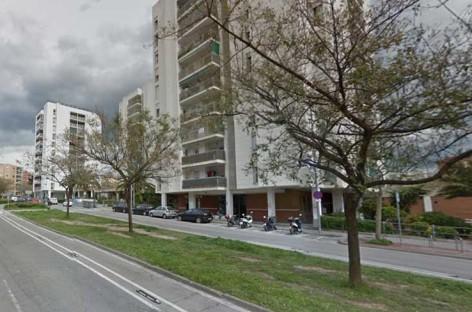 Tres intoxicados leves en un incendio en Mataró