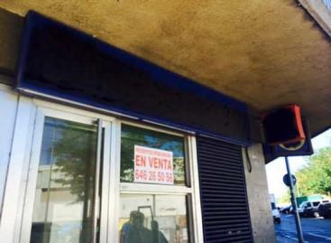 Pintada simbólica en Mataró para reclamar las antiguas oficinas de Caixa Laietana para uso vecinal