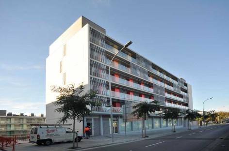 Habitatge paga  vigilancia privada en pisos protegidos de Mataró para evitar problemas de convivencia