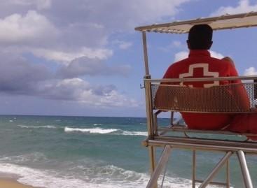 La Cruz Roja de El Masnou ha atendido este verano 208 personas picadas por medusas