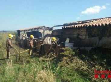 Un incendio en Cabrera de Mar destruye un invernadero que era utilizado como garaje