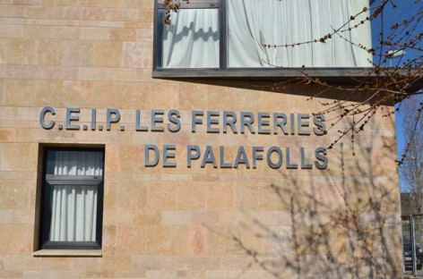Asaltan, roban y destrozan la escuela Les Ferreries y el instituto de Palafolls