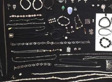 Los propietarios de una vivienda detienen a una vecina de Malgrat que acababa de robarles las joyas
