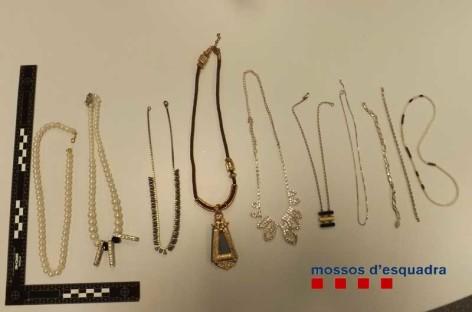 Detenidos los autores del asalto y robo de joyas en dos casas de Alella