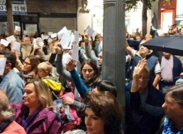 Cientos de personas de todo el Maresme en las concentraciones de apoyo a Mas, Ortega y Rigau