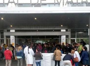 Protesta contra los recortes frente al Hospital de Mataró