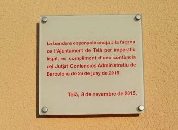 La bandera española vuelve a ondear en Teià después de 12 años de ausencia