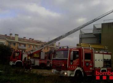 Una mujer de 81 años de Pineda evacuada por los bomberos al incendiarse su chimenea