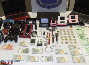 Detenida una pareja que había asaltado viviendas en Premià de Mar cuando quería escapar a Chile