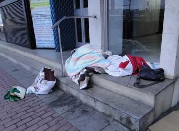 Quejas vecinales en Arenys de  Mar por la presencia permanente de un indigente en una céntrica calle