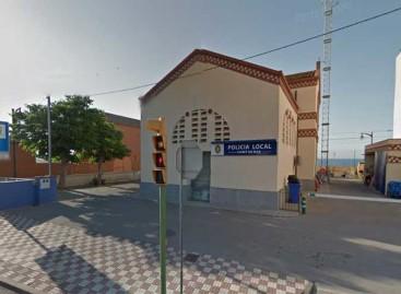 Un policía de paisano de Canet detiene a un hombre por un robo con violencia