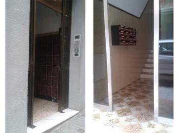 Detenido un joven de Mataró por robar puertas de entrada de edificios para venderlas como chatarra
