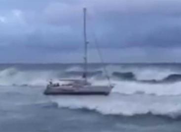 Rescatados entre Montgat y El Masnou los tripulantes de un velero tras estar seis horas a la deriva