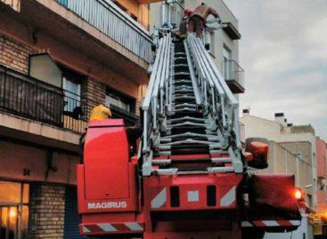 Un hombre resulta con graves quemaduras en el incendio de un piso en Mataró