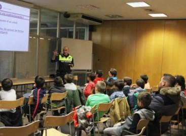 La policía de Mataró alerta a los niños y jóvenes sobre el acoso escolar