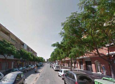 Una pareja de jóvenes golpean a un hombre en Malgrat sin motivo aparente y en plena calle