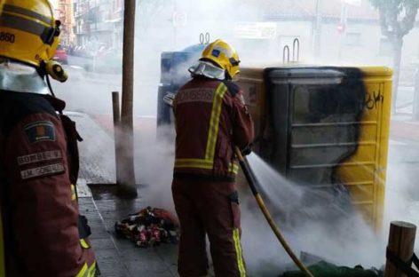 Incendio intencionado de unos contenedores de basura en Malgrat