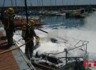 Un velero del Port de Mataró arde completamente sin provocar heridos