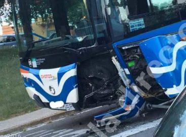 Detenido un hombre en Mataró tras chocar contra un autobús por conducir bebido y sin carnet