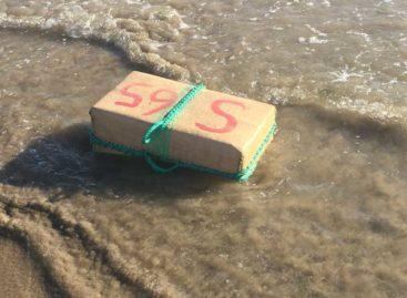 Encuentran en la playa de Calella un fardo con 30 kilos de hachís