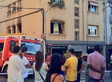 Dos heridos leves y cuarenta evacuados en un incendio en el centro de Mataró