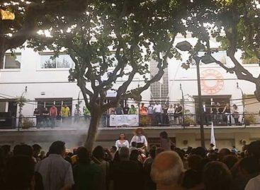 Dos protestas y una queja hacen naufragar el pregón de Festa Major de Premià de Mar