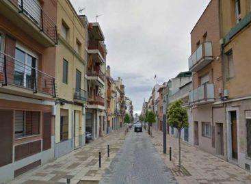 Encuentran un indigente muerto en una calle de Mataró