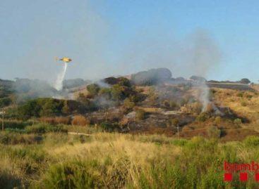 Un hombre intoxicado y 7.500 metros de vegetación quemadas balance de un incendio en Sant Pol de Mar