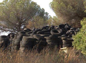 Más de 5000 neumáticos se acumulan en una finca de Arenys de Mar