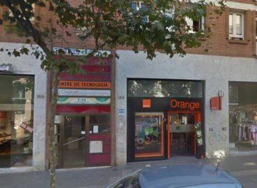 Intentan asaltar una tienda de teléfonos de Premià estrellando un coche contra la persiana