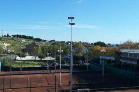 Trabajadores del Club Tennis Masnou salvan la vida de un hombre que sufrió un paro cardiaco