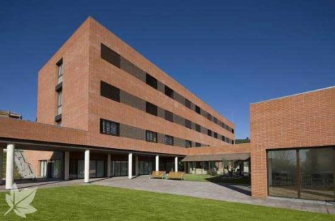 Condenan una residencia de Tiana a indemnizar con 10.000 euros a una empleada sancionada por ausentarse de su puesto