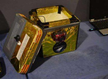 Dos estudiantes de Mataró lanzan una sonda a la estratosfera para estudiar la radiación cósmica