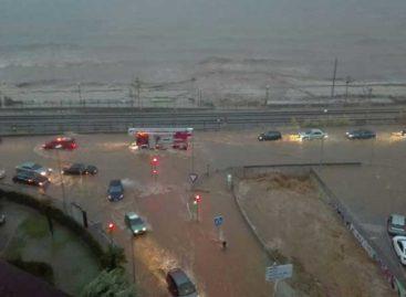 Un hombre fallece en su coche bajo el puente inundado de la riera en Vilassar de Mar