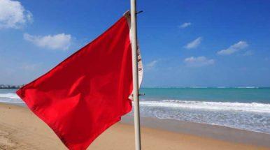 El avistamiento de una tintorera provoca el cierre de dos playas de Mataró