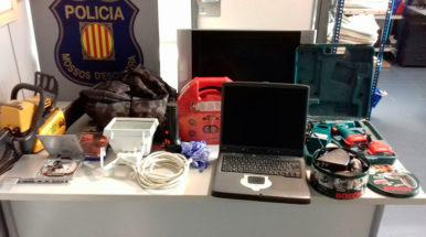 Detenidos un vecino de Palafolls y otro de Calella por robar en una casa en Sant Cebrià de Vallalta