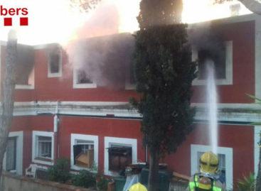 Un herido en un incendio que ha afectado gravemente a una casa de Sant Andreu de Llavaneres