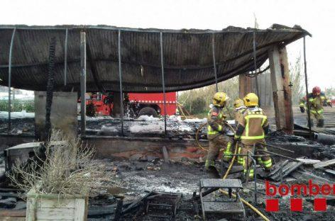 Un incendio destruye completamente la cantina de una hípica de Vilassar de Mar