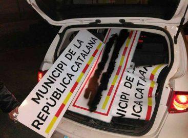 """Los carteles de """"República catalana"""" colocados en diversos municipios del Maresme no duran ni 24 horas"""