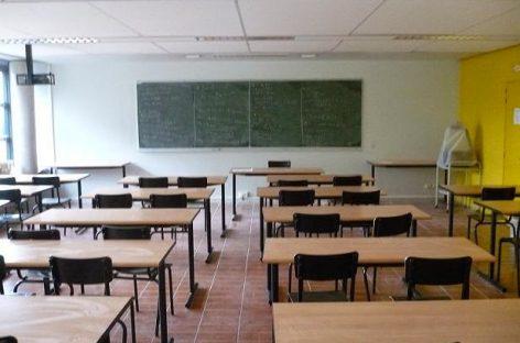 Dos alumnos de un instituto de Mataró expulsados por manosear a una compañera de clase