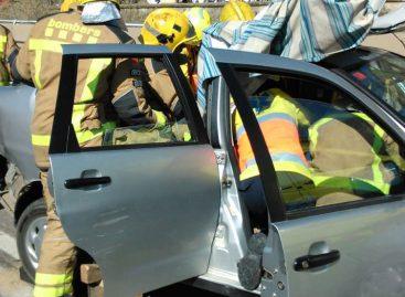 Tres personas heridas en un accidente entre tres vehículos en la N-II en Caldetes