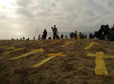 La presión policial en la playa de Mataró obliga a los CDR a cambiar las cruces por toallas