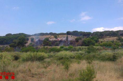 Un incendio afecta 1'3 hectáreas de vegetación junto a la C-32  en Mataró