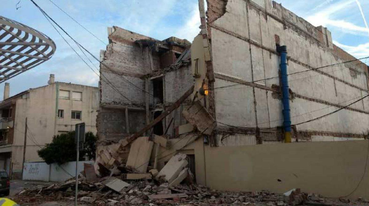 Un antiguo hotel de Pineda se hunde sin provocar víctimas
