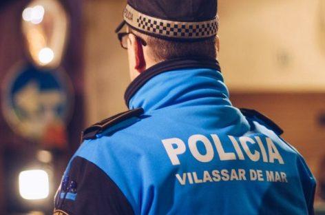 La policía de Vilassar pilla a dos hombres mientras robaban en el interior de dos vehículos