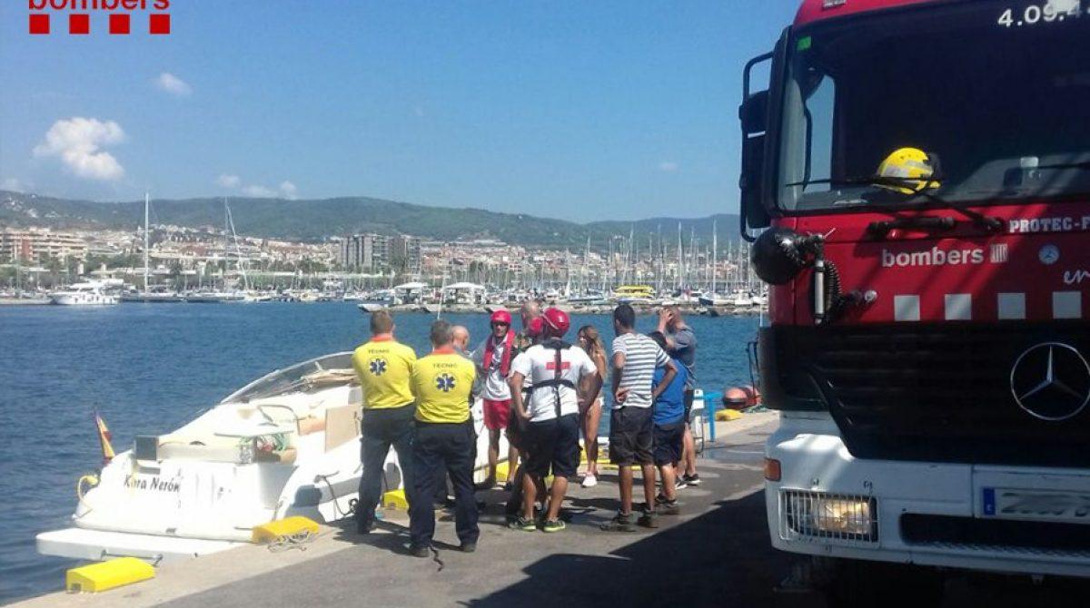 Rescatadas a dos millas de Mataró dos personas de una embarcación con problemas