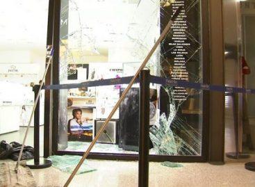 Espectacular asalto a una joyería del Centro Comercial Mataró Parc