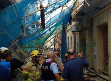 Cuatro heridos, uno de ellos crítico, en Pineda de Mar al caerse el andamio de una obra