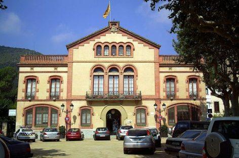 El TSJC obliga al Ayuntamiento de Premià de Dalt a colocar la bandera española