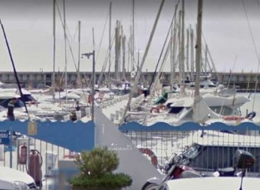 Aparece un cadáver flotando en el  puerto de Mataró